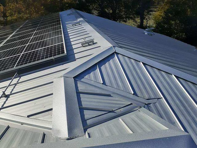 metal-roof-with-solar-panels